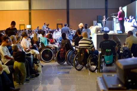 Cadeirantes assistem aumadasConferências Conjuntas de Direitos Humanos