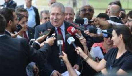 Após reunião com Michel Temer, o presidente da Central dos Sindicatos Brasileiros, Antônio Neto, fala com a imprensa