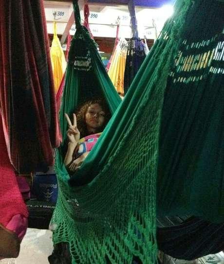 Gabriella viaja de barco para sua cidade natal, Alenquer, no Pará