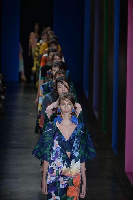 A estreante A.Brand faz referências ao Havaí com coleção florida e ensolarada
