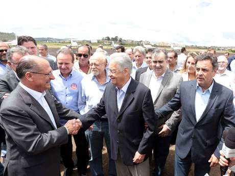 Aécio se reunirá com Alckmin e FHC para convencer governador paulista a apoiar o governo Temer