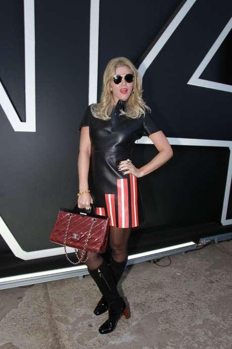 Val Marchiori investe no vestido preto para acompanhar desfiles no 4º dia de São Paulo Fashion Week