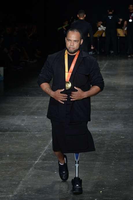 Claudiney Batista dos Santos teve a perna amputada devido a um acidente de moto e recebeu o convite para ser atleta no hospital