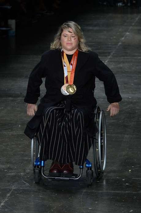 Elizabeth Rodrigues Gomes tem esclerose múltipla e estreou na passarela exibindo suas medalhas