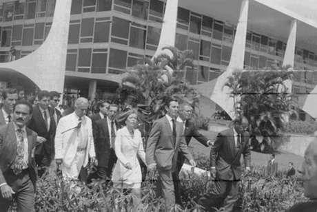 Fernando Collor deixa o Palácio do Planalto após processo de impeachment em 1992