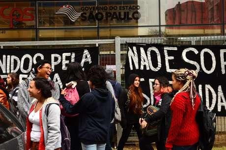 Os estudantes planejam continuar a ocupação durante a noite e estão pedindo, pelas redes sociais, comida e água.