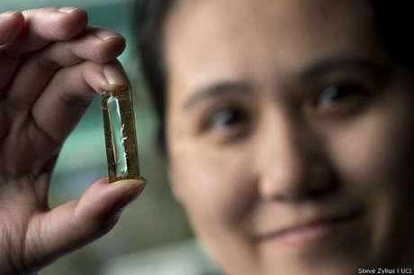 """Estudante de doutorado Mya Le Thai estava """"brincando"""" com nanocabos quando decidiu usar capa de gel"""