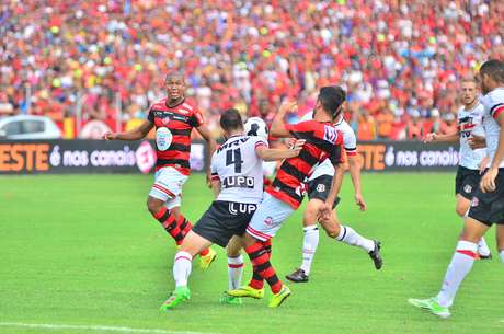 Tricolor pernambucano saiu perdendo para o Campinense, mas buscou o empate com Arthur e faturou o título da Copa do Nordeste pela primeira vez em sua história