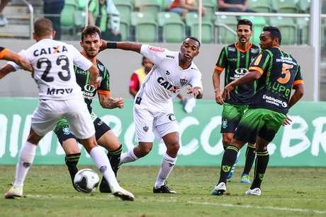Robinho teve a chance de anotar um gol para o Atlético-MG, mas ele acabou barrado pelo goleiro João Ricardo, que fez ótima partida
