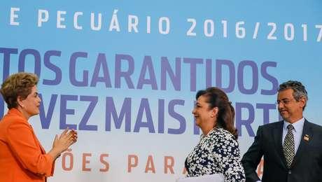 Dilma Rousseff e Katia Abreu durante apresentação do Plano Agrícola e Pecuário 2016/2017