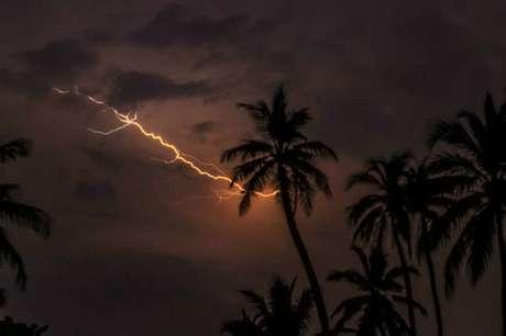 Por ano, ocorrem 297 tempestades de relâmpagos no lago