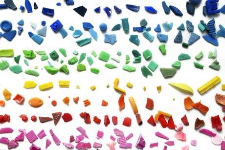 Pesquisa sobre o impacto dos plásticos no oceano na Universidade de Cádiz dentro do projeto da Expedição Malaspina 2010 do CSIC.