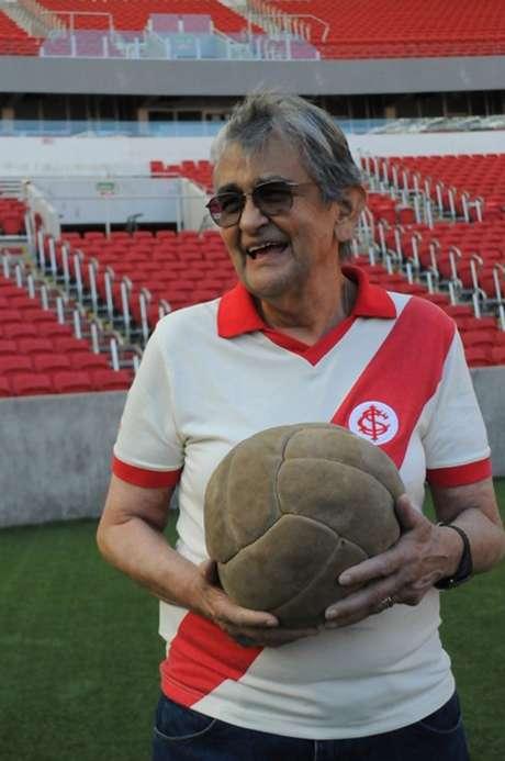 Bicampeão gaúcho pelo Inter, Larry faleceu nesta sexta-feira (8)
