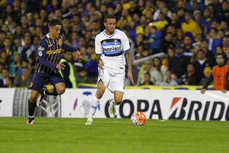 Luan passou em branco em derrota do Grêmio na Argentina