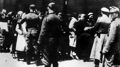 Investigadores buscam personagens mais periféricos de atrocidades do nazismo