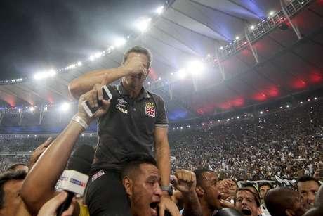 """Após """"fico"""", Jorginho se emociona com conquista pelo Vasco"""