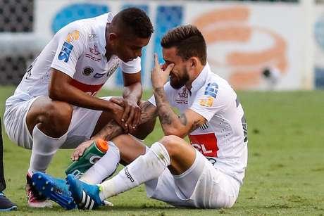 Lucas Lima sentiu lesão e, aos prantos, foi substituído ainda no primeiro tempo