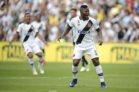 O atacante vascaíno Riascos correu e vibrou, mas não conseguiu deixar o seu gol