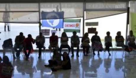 Após cerimônia de anúncio de criação de novas universidades, movimentos sociais permanecem nas dependências do Palácio do Planalto