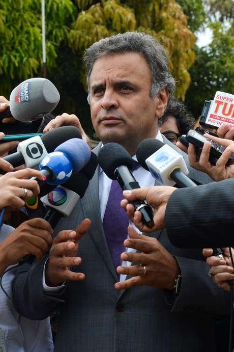Aécio Neves responde por crimes eleitorais e paira sobre ele suspeita de ter ocultado informações sobre um suposto esquema de compra de votos em Minas Gerais, em 2005. Um pedido de Janot para investigar o senador na Lava Jato está à espera de decisão no STF.