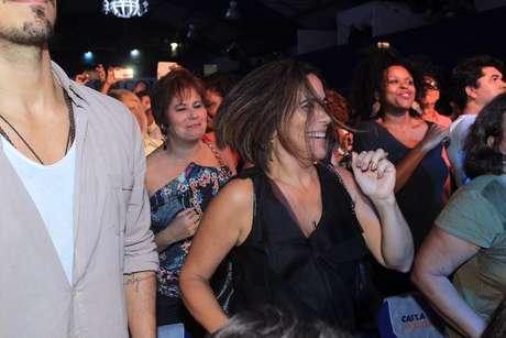 A atriz mostrou que tem samba no pé durante o show de Orlando Morais, que aconteceu na última quarta (11), no RJ