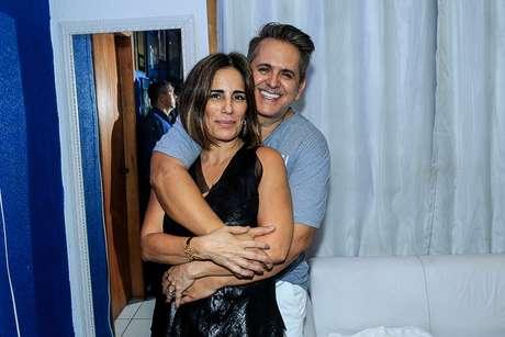 Glória Pires prestigiou a nova turnê do marido Orlando Morais na noite da última quarta (11), no Rio de Janeiro