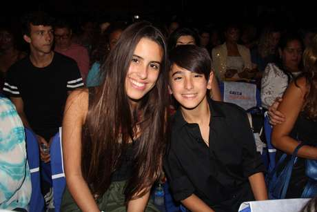 Ana e Bento Morais, filhos de Glória e Orlando, prestigiaram o pai na noite da última quarta (11), no RJ