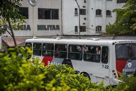 PM desocupa prédios e prende estudantes sem ordem judicial