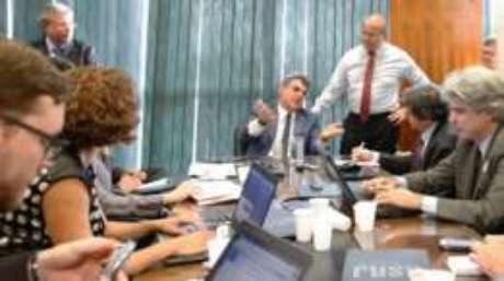 Titular do Planejamento, Romero Jucá (sentado ao fundo) enfrenta inquérito da Lava Jato