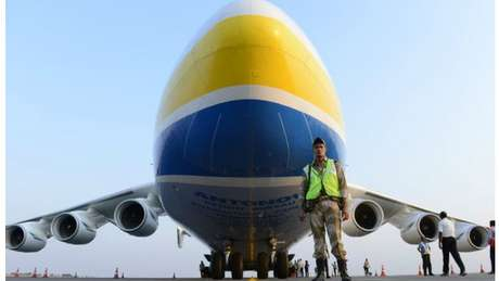 Avião foi idealizado para transportar ônibus espaciais russos