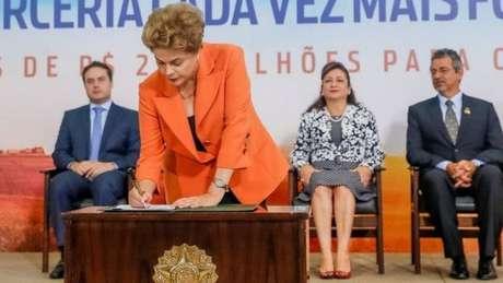 Temer é acusado de ter assinado decretos semelhantes aos usados contra Dilma