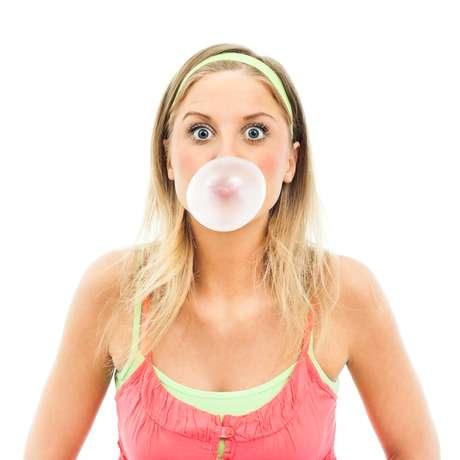 Além de ter hora certa para mascar chicletes, ele ainda deve ser saboreado por no máximo 15 minutos para não cansar a mandíbula