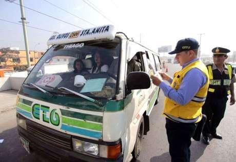 Intervienen unidades de transporte por circular sin permiso en la Carretera Central