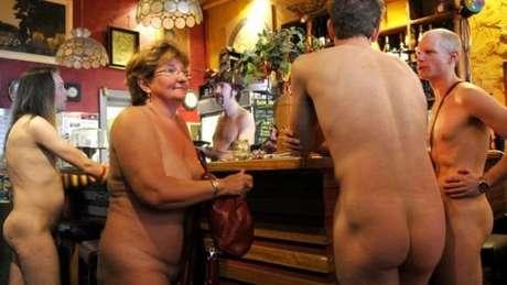Endereço do restaurante não foi divulgado ainda, para aumentar o suspense. Foto acime é de restaurante nudista 'Naked Brunch', em Melbourne, Austrália