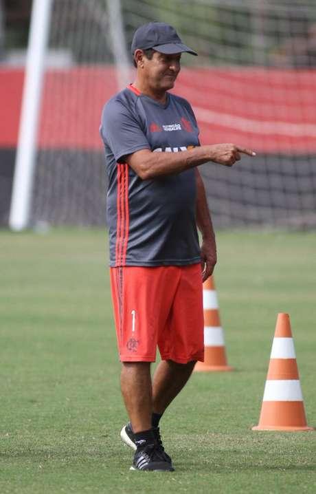 Diretoria diz que Abel Braga é nome prestigiado, mas comenta que pode buscar outro treinador no mercado. Rescisão com Muricy Ramalho foi amigável