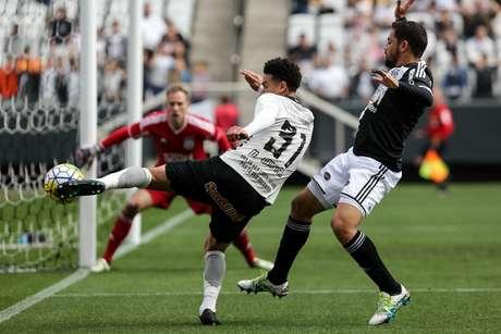 O jogador Marquinhos Gabriel em lance de gol do Corinthians