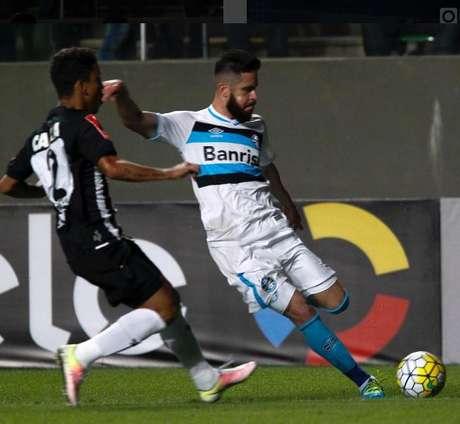 Grêmio matou o jogo ainda no primeiro tempo, quando Luan marcou dois e Marcelo Oliveira fez um