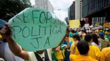 Para americano, é preciso reduzir o número de partidos no Legislativo brasileiro