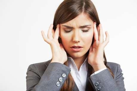 Muitas vezes o transtorno de ansiedade vem caracterizado por dores no peito e na cabeça, falta de ar, medo, boca seca e muitas outras sensações que afetam nosso físico e psíquico