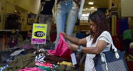 """Na avaliação da coordenadora da Sondagem do Consumidor da FGV, Viviane Bittencourt, houve """"um descolamento"""" entre as expectativas dos consumidores com relação aos próximos meses e a satisfação com a situação atual."""