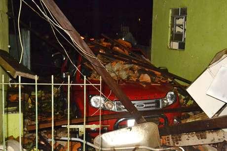Vendaval destrói mais de 30 casas durante forte chuva que atingiu Atibaia (SP) na noite de domingo