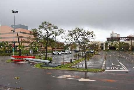Estragos causados pelas fortes chuvas no Galleria Shopping em Campinas