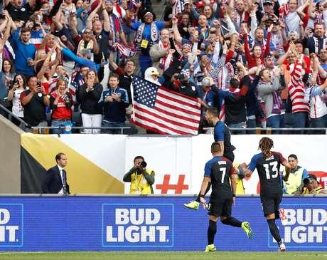 Dempsey comemora seu gol na goleada dos Estados Unidos sobre Costa Rica, na Copa América Centenário