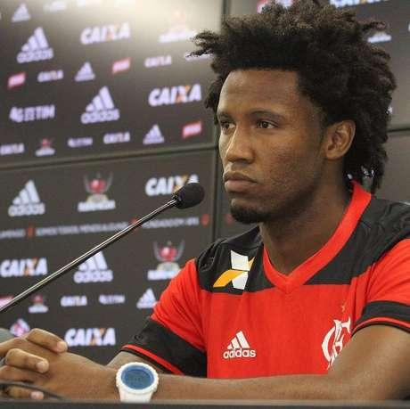 Rafael Vaz foi apresentado oficialmente ao Flamengo nesta quarta (8)