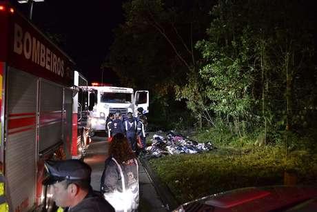 De acordo com informações do Corpo de Bombeiros e da Polícia Civil, 16 pessoas, incluindo o motorista, morreram