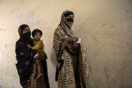 """Cerca de 1.100 mulheres foram mortas por parentes no Paquistão no ano passado nos chamados """"crimes de honra"""", afirma a Comissão de Direitos Humanos do Paquistão (CDHP). Muitos casos não chegam a ser denunciados."""