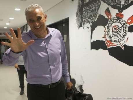 Roberto de Andrade, presidente do Timão, diz ao LANCE! que não tem 'temor nenhum' pela saída do treinador, que é ídolo do clube. Ele ainda diz que não sabe se Tite toparia convite