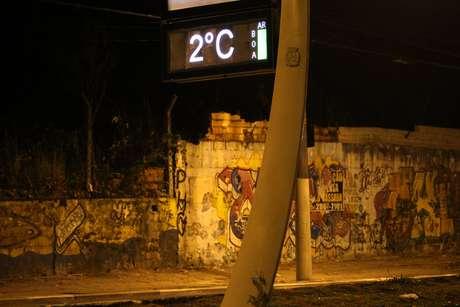 Termômetro marca 2ºC na região da Avenida Aricanduva, no Parque do Carmo, Zona Leste de São Paulo (SP)