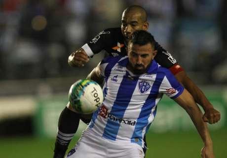 Vasco e Paysandu fizeram um jogo muito disputado, decidido apenas na reta final (Foto: Paulo Sergio/Lancepress)