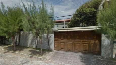 Mansão de Machado tem piscina e quadra e fica em terreno de 3.000 m²